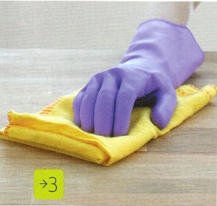 Очищаем поверхности, не терпящие влагу.