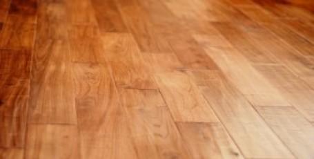 Как убрать царапину с деревянного пола